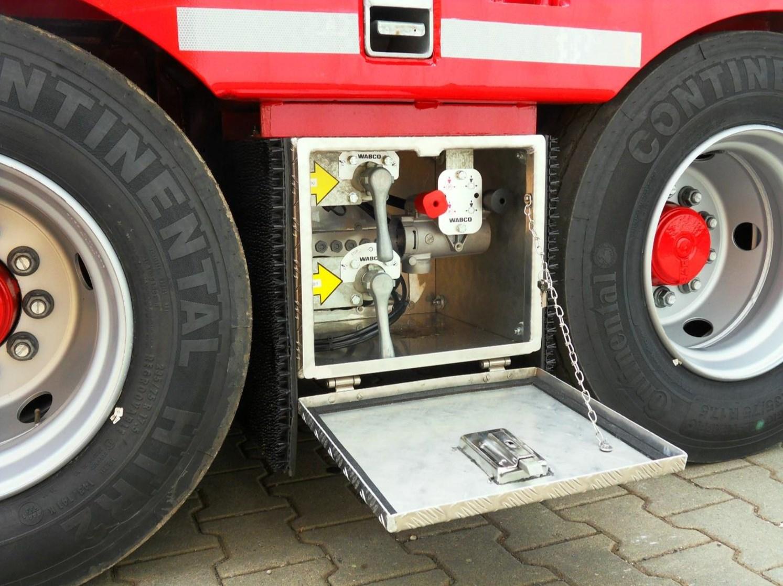 Bedieneinheiten_Bremse_Luftfeder_4-Achs-Tiefbett-Tiefladeanhaenger_TTAH-40-Baucraft.jpg
