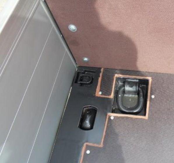 Container-Twist-Locks-01_Tandem-Tiefladeanhaenger_TTH-18-19-BauCraft.jpg