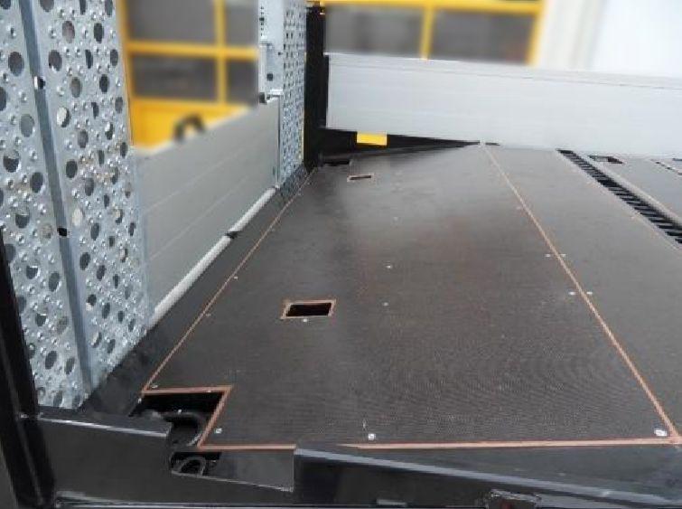 Container-Twist-Locks-02_Tandem-Tiefladeanhaenger_TTH-18-19-BauCraft.jpg