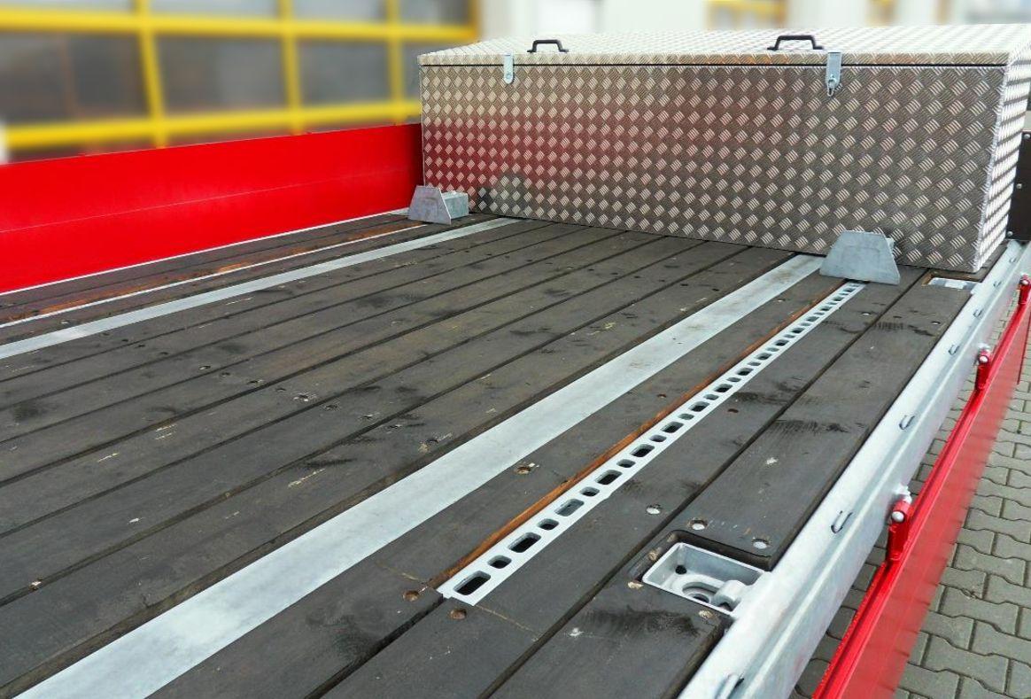 optionale-Werkzeugkiste_Tandem-Tiefladeanhaenger_TTH-119-BauCraft.jpg
